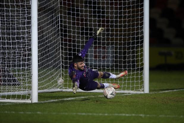 Welshe doelman verbetert wereldrecord: doelpunt vanop 96,01 meter (VIDEO)