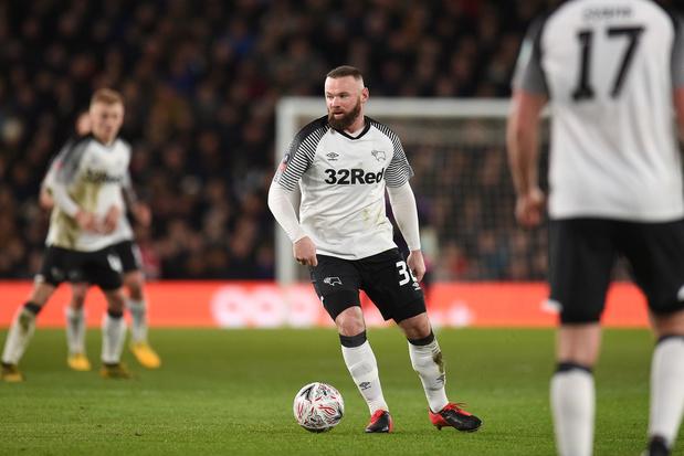 Corona in Engels voetbal: Rooney haalt uit in column, clubs spelen wedstrijden online