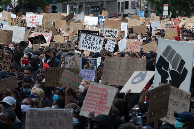 """Les rétroactes d'une manifestation antiraciste devenue une """"bombe sanitaire"""""""