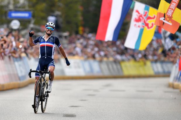 Mondiaux de cyclisme: Julian Alaphilippe conserve son titre mondial après un numéro à Louvain