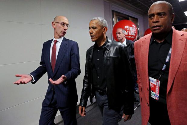 Obama ruilt zijn blazer in voor een lederen jas