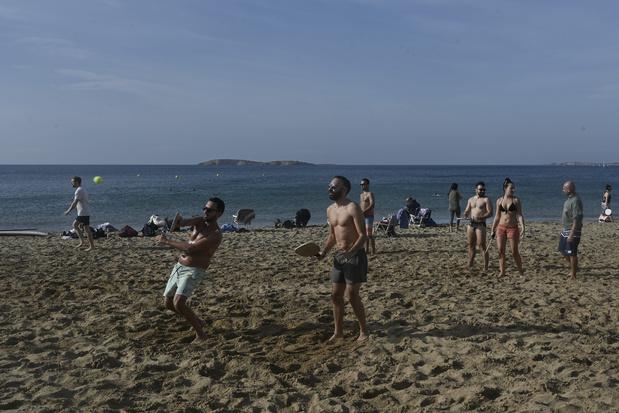 Grèce: vague de chaleur, les Grecs sur les plages et loin du confinement
