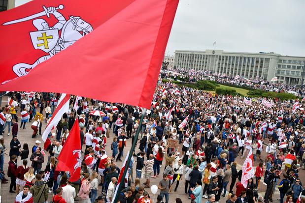 Bélarus: mobilisations en masse contre Loukachenko qui reste inflexible et méprisant
