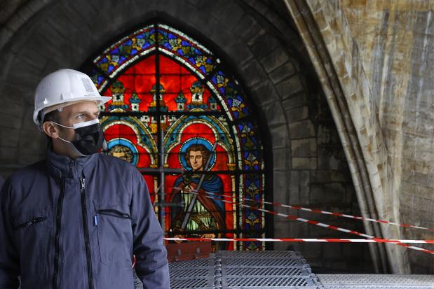 Franse president Macron bezoekt Notre-Dame de Paris