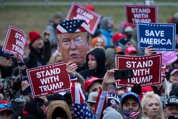 Affaibli par les revers électoraux, Trump galvanise ses troupes à Washington