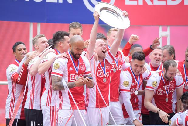 Ajax trakteert abonnees op stukje van kampioenenschaal