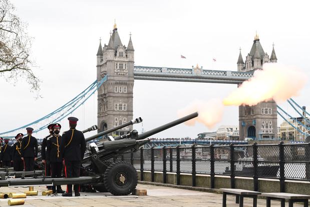 De Londres à Gibraltar, coups de canon en hommage au prince Philip