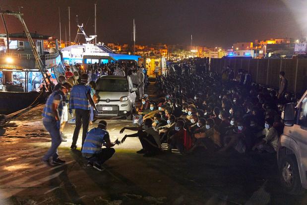 Ruim 1400 migranten arriveren op Lampedusa