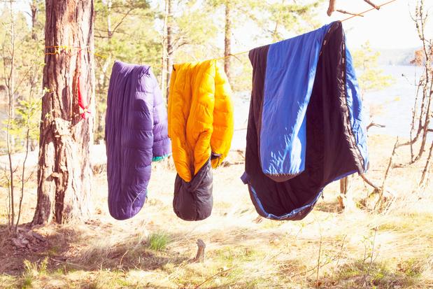 Antwerpse kringwinkels zamelen slaapzakken in voor daklozen