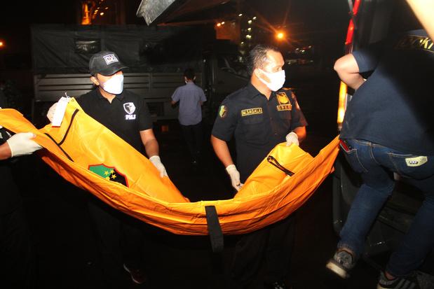 Crash d'un Boeing en Indonésie: des morceaux de corps retrouvés, les boîtes noires localisées