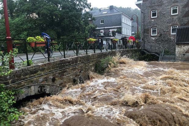 Inondations: les niveaux d'eau continuent de monter, au moins deux morts à déplorer