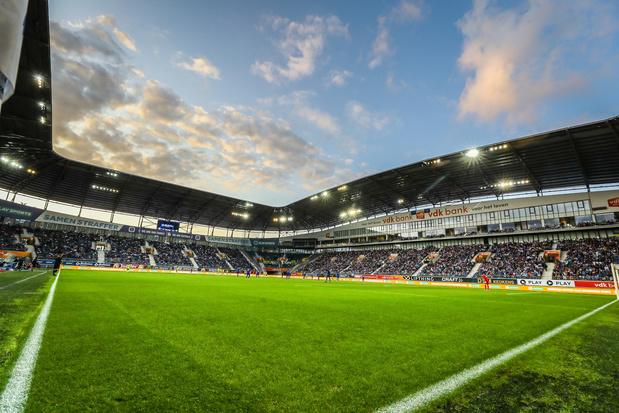 Tempête Ciara: le vent arrache une partie du toit de la Ghelamco Arena à Gand