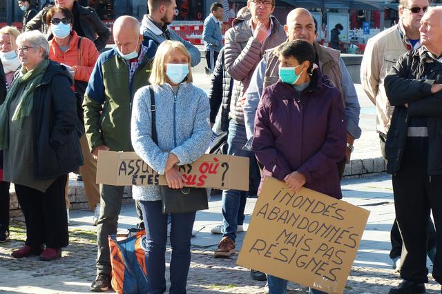 """""""Inondés, abandonnés, mais pas résignés"""": le cri de désespoir d'une cinquantaine de personnes à Liège"""