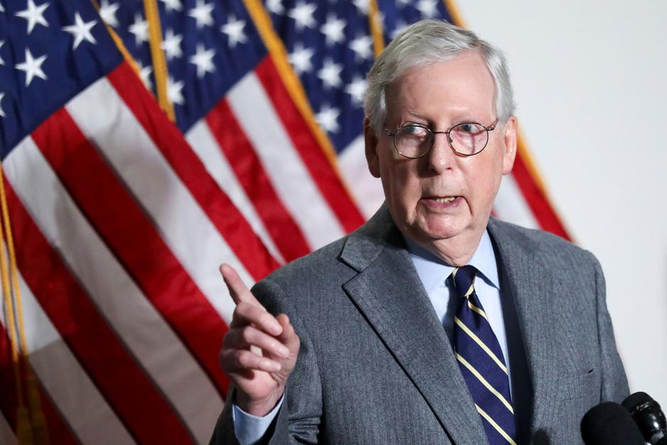 Mitch McConnell hekelt 'geschifte leugens en samenzweringstheorieën' van partijgenote