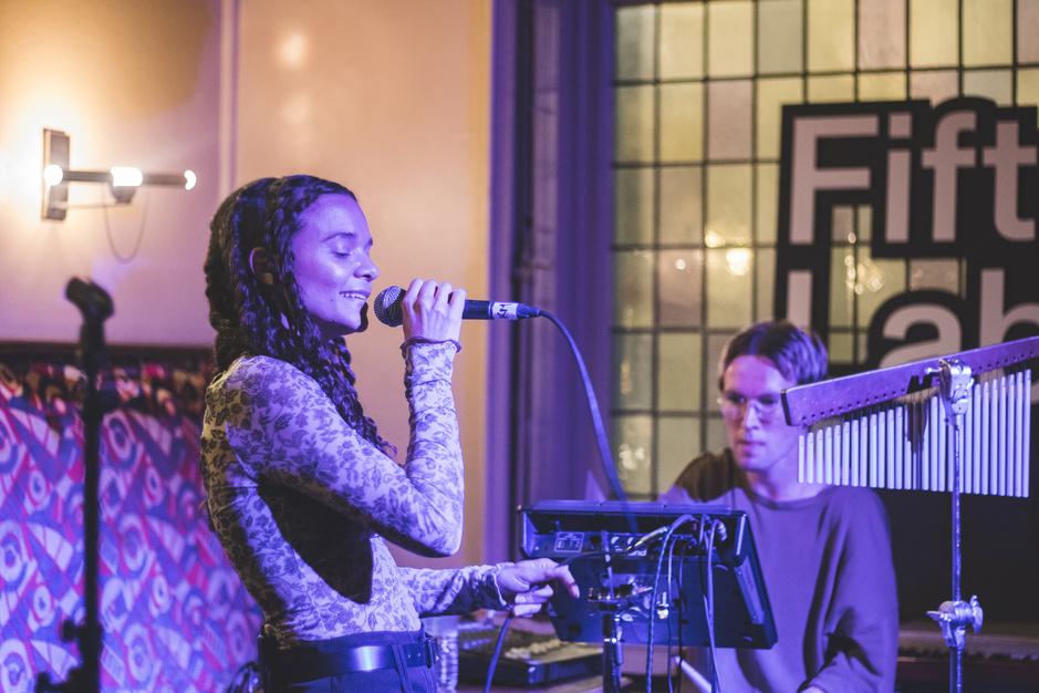 De Destiny's Child van de toekomst en andere acts op dag 1 van FiftyFifty Lab