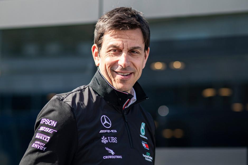 Wie is Toto Wolff, de man die Mercedes naar zeven wereldtitels leidde?