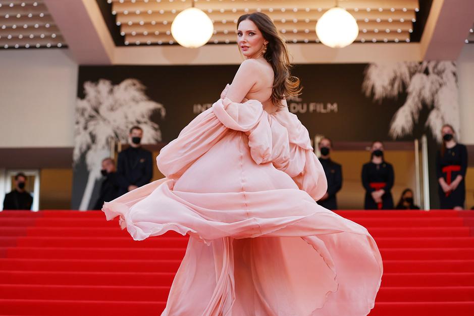 Cannes en images: Mère et fille, coiffure vertigineuse et robes fabuleuses