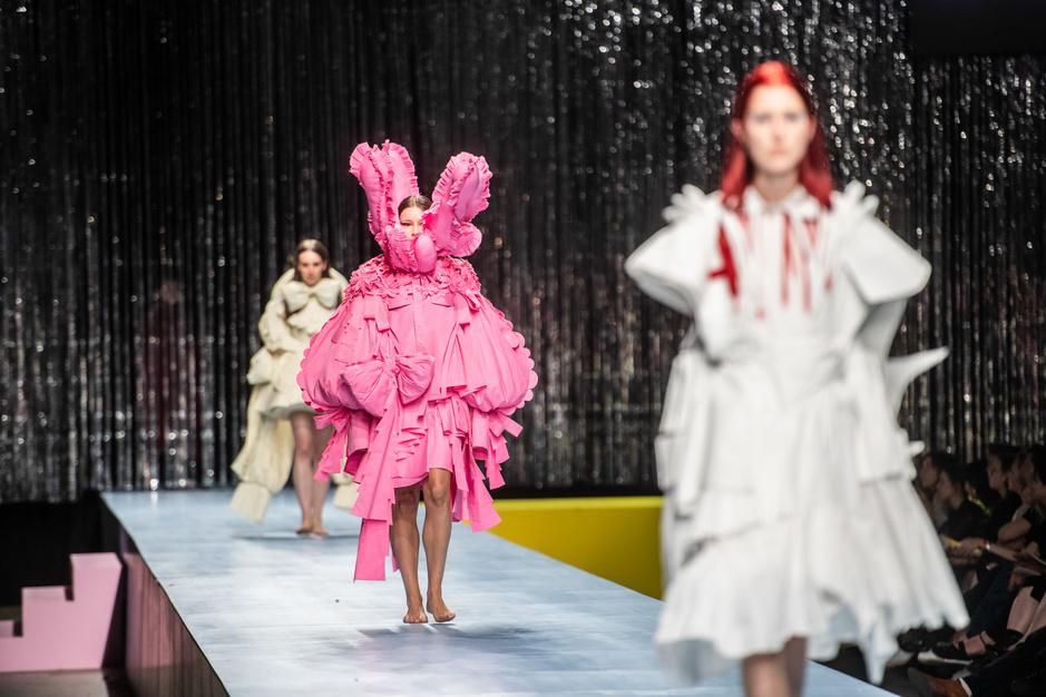 In beeld: het eindejaarsdefilé van de Antwerpse Modeafdeling