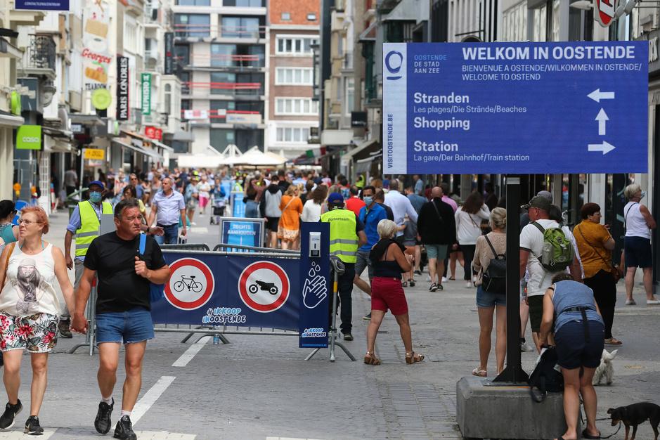 Factcheck: Nee, deze foto's tonen geen overvolle Oostendse winkelstraat