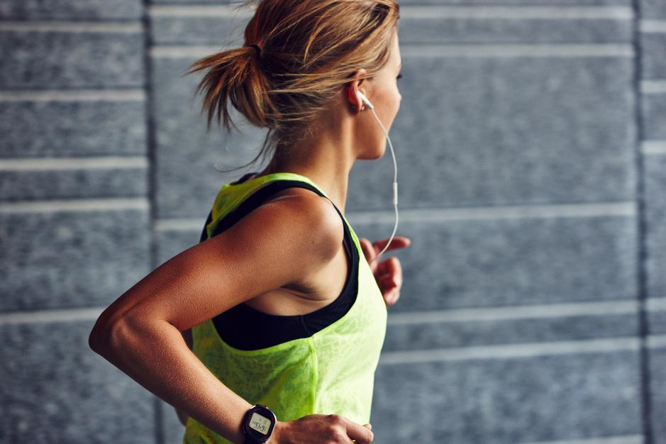 Personal trainers delen hun tips: zo blijf je ook thuis fit
