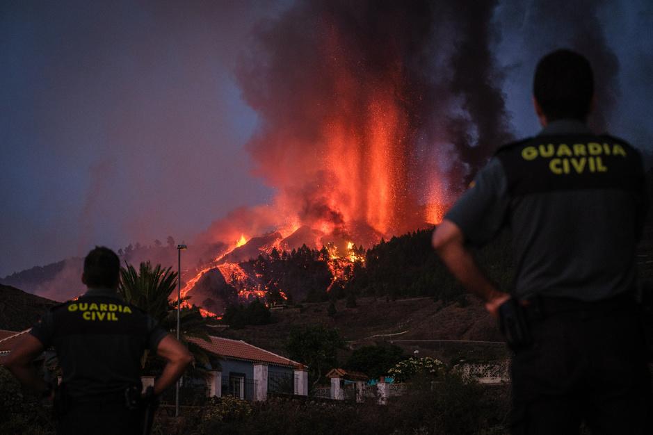 Aux Canaries, l'impressionnante éruption d'un volcan après 50 ans d'inactivité (en images)