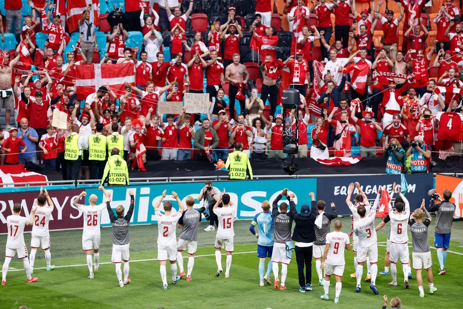 De ploeg in het hart: hoe de Deense supporters helemaal gek zijn van de nationale ploeg
