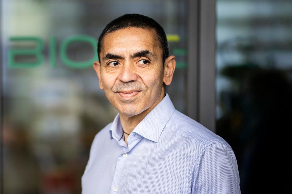 Ugur Sahin (BioNTech): 'Tegen het eind van de zomer moeten we het coronavirus onder controle hebben'