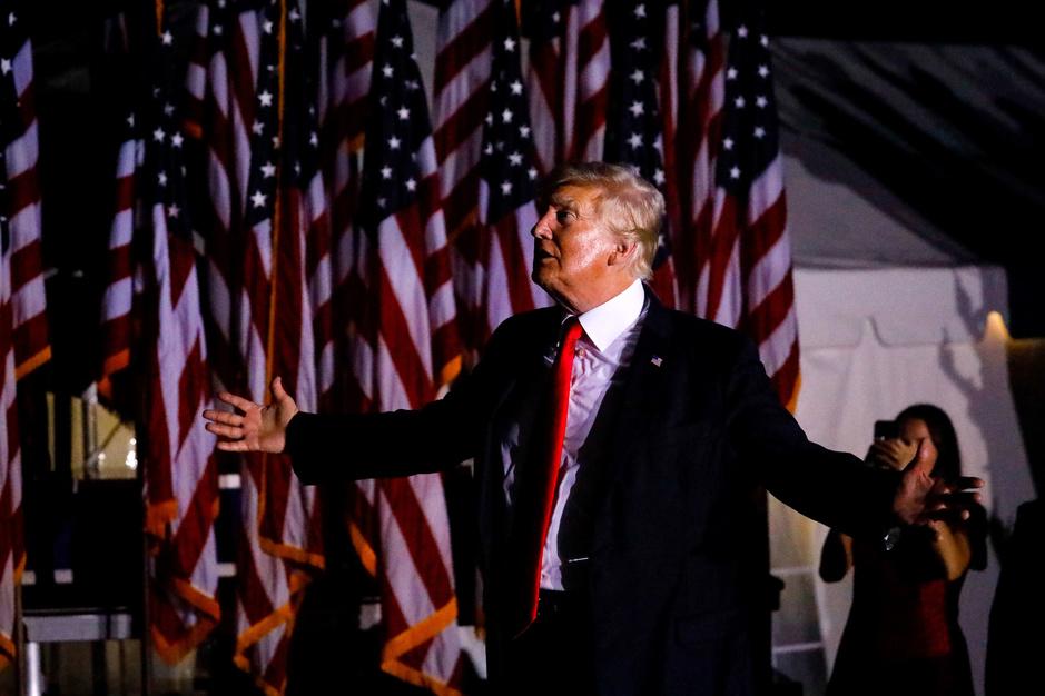 Op komst: tsunami aan Trumpboeken, alle met onthullingen van en over Trump