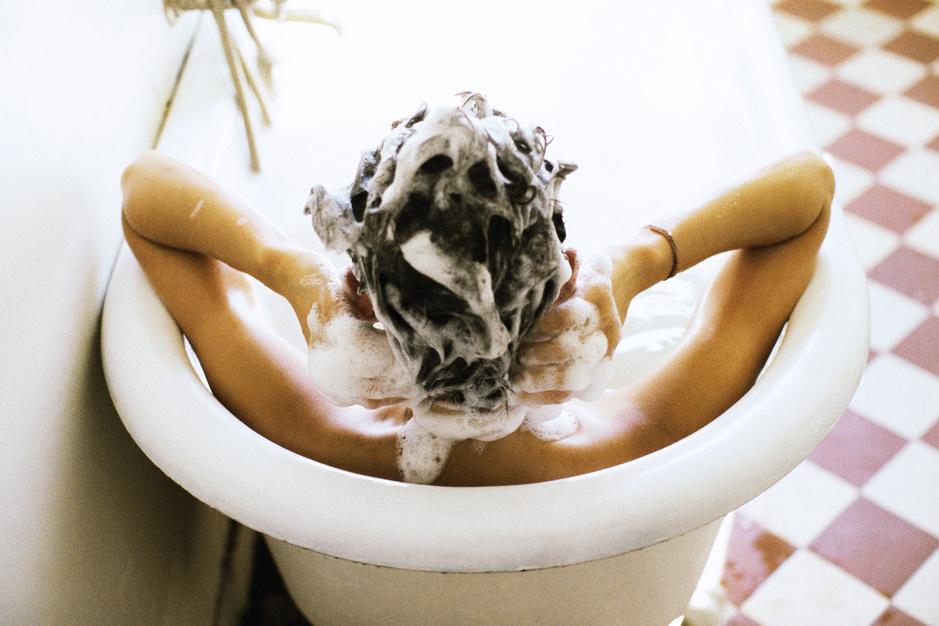 Getest: kan je afkicken van bijna iedere dag shampoo gebruiken?