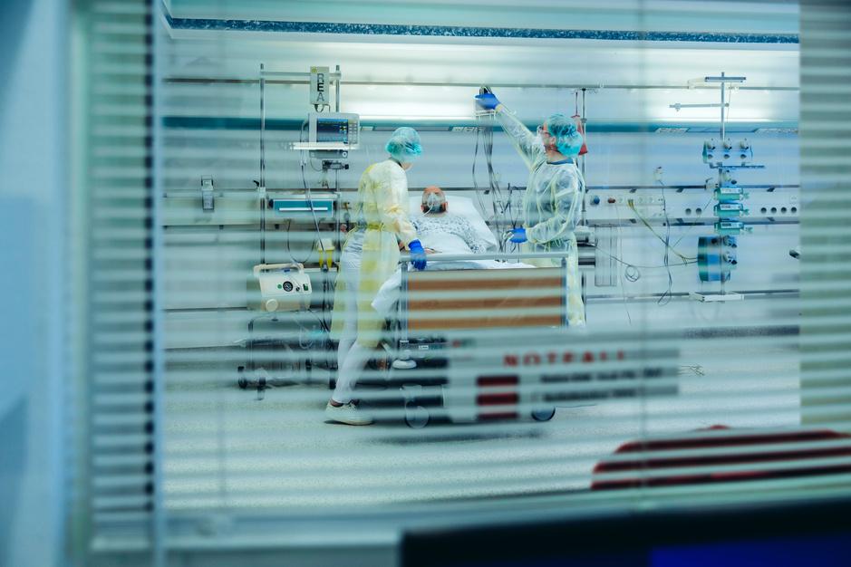 Quel a été l'impact de la première vague sur nos soins de santé ?