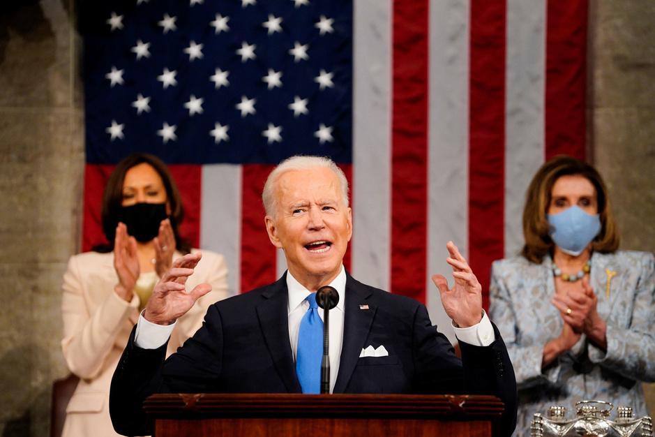 Biden legt ambitieuze agenda voor in eerste toespraak voor Congres: 'Amerika is klaar om op te stijgen'