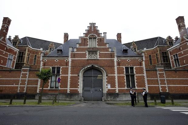 Gekaapte helikopter vliegt boven Brusselse gevangenissen