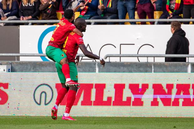 Tienkoppig Anderlecht knokt zich naar 2-2 gelijkspel bij Oostende, Mechelen verrast Charleroi in eigen huis