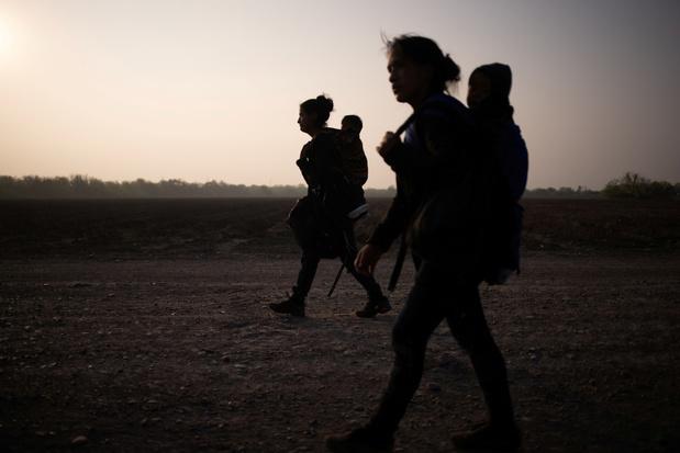 Waarom Kamala Harris zich met de migratiecrisis in een politiek mijnenveld begeeft