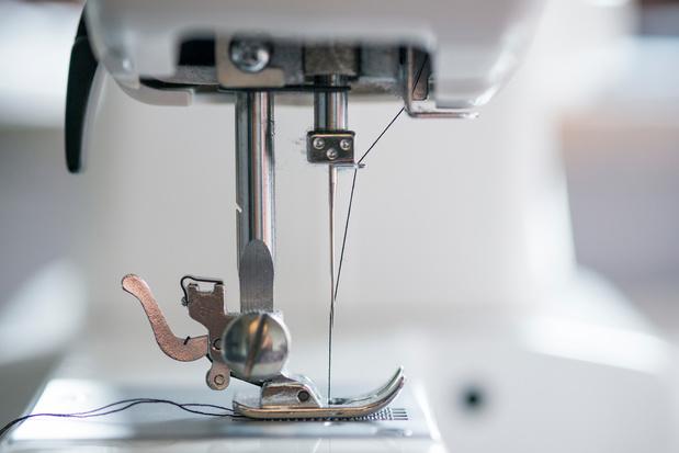 Gevangenissen vragen industriële naaimachines om mondmaskers te maken