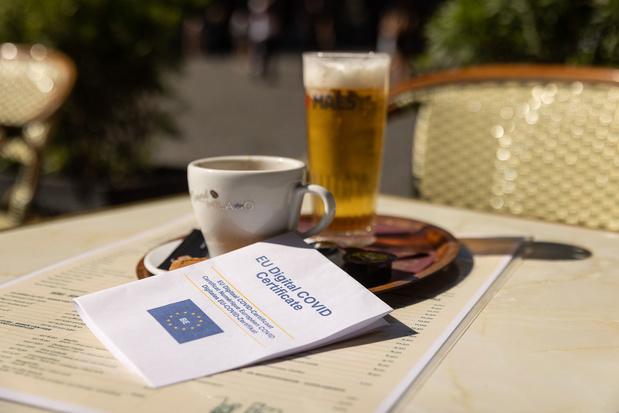 Brusselse regering start voorbereiding uitbreiding Covid Safe Ticket vanaf 1 oktober