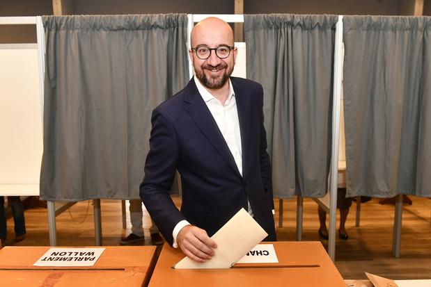 Elections : ce qu'ont dit les politiques à la sortie des urnes