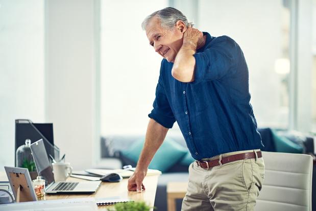 Le télétravail augmente les douleurs au niveau de la nuque, du dos et des épaules