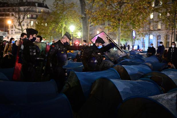Politie gebruikt traangas bij actie tegen migrantenkamp in hartje Parijs