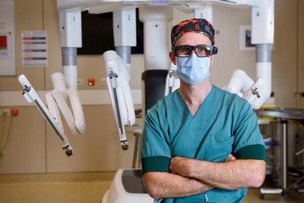 Ondanks corona volgen geneeskundestudenten operatie live mee door slimme camerabril