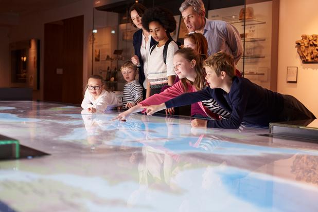 Des activités ludiques au musée pour faire découvrir le monde à vos petits-enfants