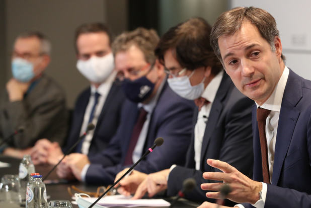 Herbekijk de persconferentie na het Overlegcomité: strengere controles op telewerk en op reizen