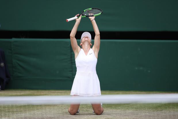 Wimbledon: Simona Halep écrase Serena Williams et s'adjuge un second titre du Grand Chelem