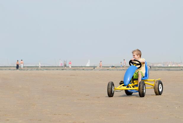 Druk? Geen gocarts en fietsen op de dijk in Oostende