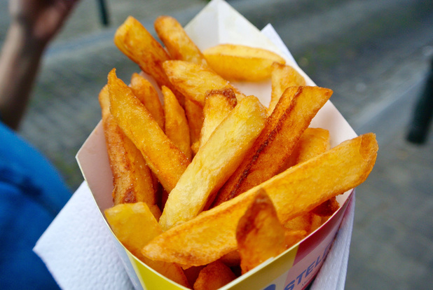 Appel à tous les Belges: mangez plus de frites pour sauver la pomme de terre!