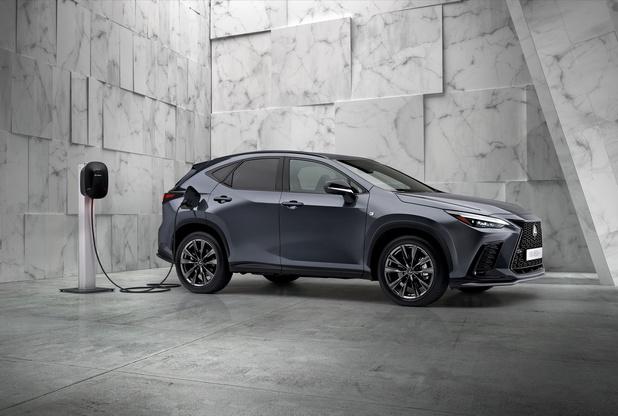 Lexus NX : premier véhicule hybride rechargeable de la gamme