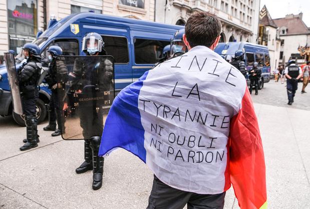 Plus de 200.000 manifestants en France contre le pass sanitaire