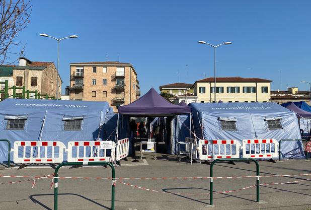 A genoux, l'Italie espère un ralentissement de la pandémie cette semaine