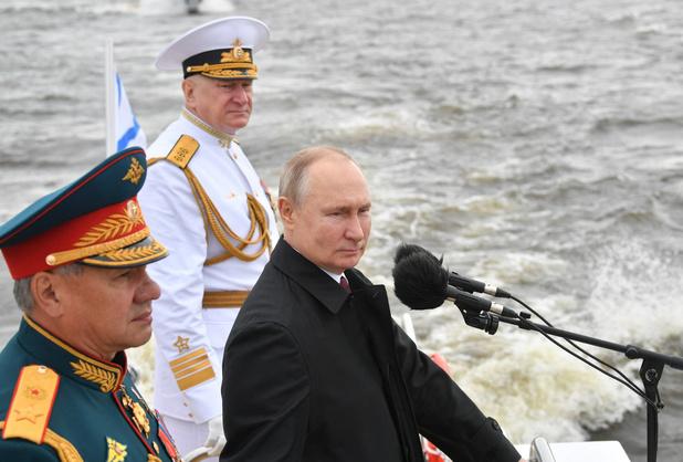"""Vladimir Poutine vante la flotte russe, capable de détruire """"n'importe quelle cible"""""""