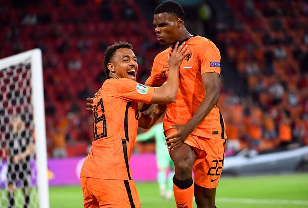 Oranje gaat door naar tweede ronde na gemakkelijke zege tegen Oostenrijk: 2-0